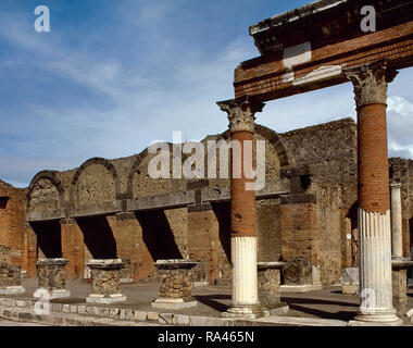 Italy. Pompeii. The Macellum , the public food market, in the north-east corner of the Forum. This complex was built in the imperial age. There was a large number of shops. View of one of the three entrances. Campania. - Stock Photo