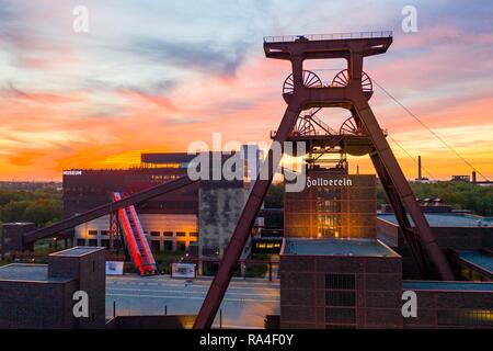 World heritage Zeche Zollverein in Essen, Doppelbock pithead of shaft 12, Ruhrmuseum in the building of the former coal washer - Stock Photo