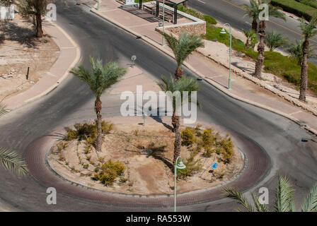 Israel, Ein Bokek, Dead Sea. A traffic roundabout at the hotel strip - Stock Photo
