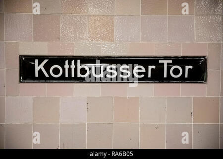 Berlin, Germany. 18th Dec, 2018. 'Kottbusser Tor' is on a sign in the subway station of the same name. In Berlin, the name of a well-known place is reminiscent of a Brandenburg city, but it is written differently. (to dpa-KORR 'C or K? What the Kottbusser gate has to do with Cottbus' from 02.01.2019) Credit: Christoph Soeder/dpa/Alamy Live News - Stock Photo