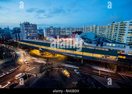 Berlin, Germany. 18th Dec, 2018. The Kottbusser Tor can be seen at dusk (photo with long-time exposure). In Berlin, the name of a well-known place is reminiscent of a Brandenburg city, but it is written differently. (to dpa-KORR 'C or K? What the Kottbusser gate has to do with Cottbus' from 02.01.2019) Credit: Christoph Soeder/dpa/Alamy Live News - Stock Photo