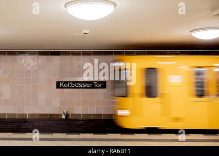Berlin, Germany. 18th Dec, 2018. A subway enters the subway station Kottbusser Tor. (Shooting with long exposure). In Berlin, the name of a well-known place is reminiscent of a Brandenburg city, but it is written differently. (to dpa-KORR 'C or K? What the Kottbusser gate has to do with Cottbus' from 02.01.2019) Credit: Christoph Soeder/dpa/Alamy Live News - Stock Photo