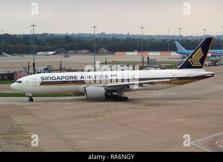 Singapore Airlines Boeing 777 9V-SVN Manchester 2009 - Stock Photo