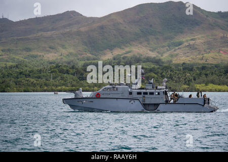 181228-N-VR594-1035 SANTA RITA, Guam (Dec. 28, 2018) Sailors assigned to Coastal Riverine Squadron 3, Detachment Guam, conduct a 500 nautical mile transit aboard a Mark VI patrol boat assigned to Coastal Riverine Group (CRG) 1, Detachment Guam. This marks the longest transit the Mark VI patrol boats have made in the Pacific. CRG 1, Detachment Guam, is assigned to Commander, Task Force 75, the primary expeditionary task force responsible for the planning and execution of coastal riverine operations, explosive ordnance disposal, diving engineering and construction, and underwater construction in - Stock Photo