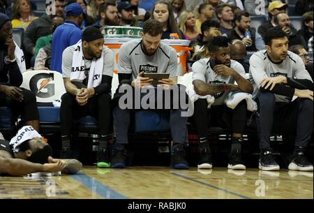 Memphis, United States. 02nd Jan, 2019. Detroit Pistons Blake Griffin (C) looked at an iPad while his teammates watch game action against the Memphis Grizzlies at FedExForum in Memphis, Tennessee, USA, 2 January 2019. Credit: Mike Brown/EFE/Alamy Live News - Stock Photo