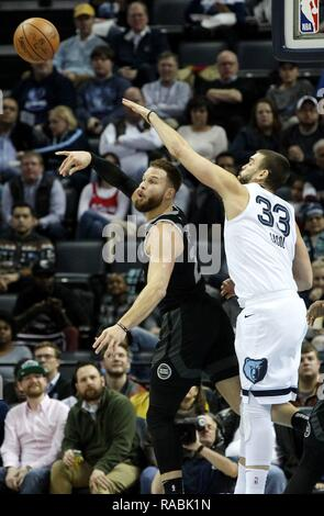 Memphis, United States. 02nd Jan, 2019. Memphis Grizzlies center Marc Gasol, of Spain, (R) defends Detroit Pistons Blake Griffin (L) at FedExForum in Memphis, Tennessee, USA, 2 January 2019. Credit: Mike Brown/EFE/Alamy Live News - Stock Photo