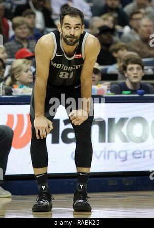 Memphis, United States. 02nd Jan, 2019. Detroit Pistons guard Jose Calderon, of Spain, looks to the scoreboard during a stop in play against the Memphis Grizzlies at FedExForum in Memphis, Tennessee, USA, 2 January 2019. Credit: Mike Brown/EFE/Alamy Live News - Stock Photo