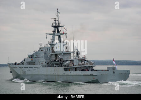 Portsmouth, UK. 3rd January, 2019. The Royal Navy offshore patrol vessel HMS Mersey leaves for a mission to bolster the maritime security presence off the Kent coast and to deter migrants from crossing the English Channel in small boats. Credit: Neil Watkin / Alamy Live News - Stock Photo