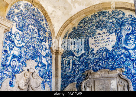 Decoration in the Se do Porto (Porto Cathedral) cloister with blue and white painted tin-glazed ceramic tiles (Azulejos), Porto, Portugal, Europe - Stock Photo