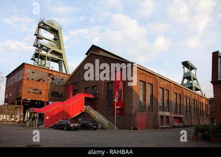 Zeche Ewald, disused coal mine, Doppelbock shaft headframes of Schacht 7, right, and Schacht 2, RevuePalast Ruhr Theatre, Herten - Stock Photo