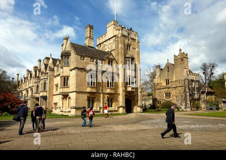 St. John's Quad Square, Magdalen College, one of 39 colleges, all of which are independent and together form the University of - Stock Photo
