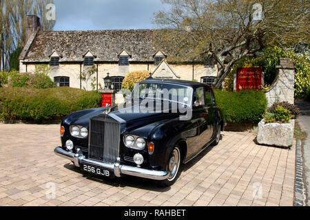 Rolls Royce parked in front of the Old Swan and Minster Mill historic hotel and restaurant in Minster Lovell, Oxfordshire - Stock Photo