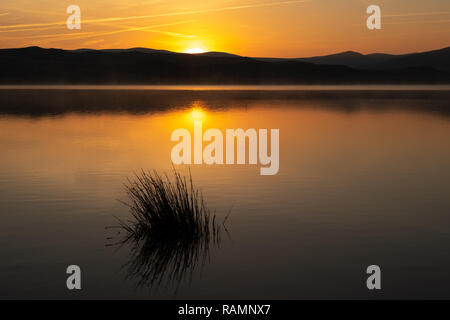 Cambrian Mountains, Ceredigion, Wales, UK 04th January 2019 UK Weather: A cold frosty morning in Ceredigion as the sun begins to rise above Llyn Egnant (lake Egnant) on the Cambrian mountains in Mid Wales. Credit: Ian Jones/Alamy Live News - Stock Photo