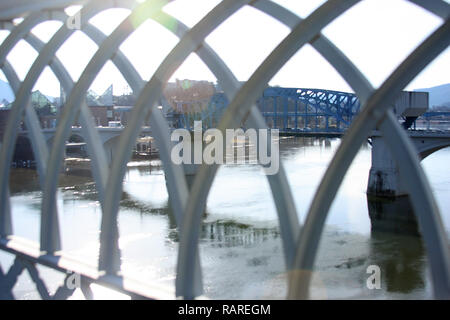 Bridge over Tennessee River in Chattanooga, TN. Market St, with view of the Tennessee Aquarium. - Stock Photo