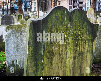Bunhill Fields Burial Ground in the City of London containing an estimated 120,000 bodies, notably Blake, Defoe, Bunyan and Suzannah Wesley - Stock Photo