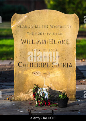 William Blake (1757 – 1827) English poet, painter, and printmaker. Monument to Blake and his wife Catherine in Bunhill Fields Burial Ground London - Stock Photo