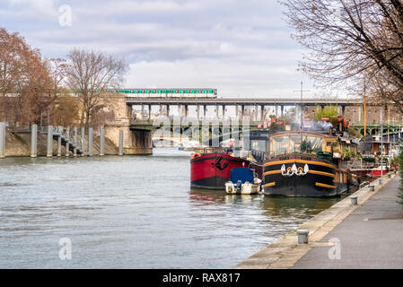 Houseboat Moored On The Seine Near The Pont Neuf Paris Stock Photo