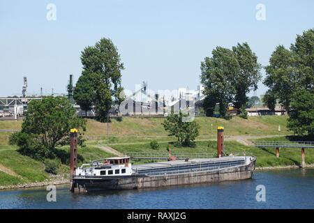 Barge, Duisburg, Ruhrgebiet, North Rhine-Westphalia, Germany I Binnenschiff , Duisburg, Ruhrgebiet, Nordrhein-Westfalen, Deutschland I - Stock Photo