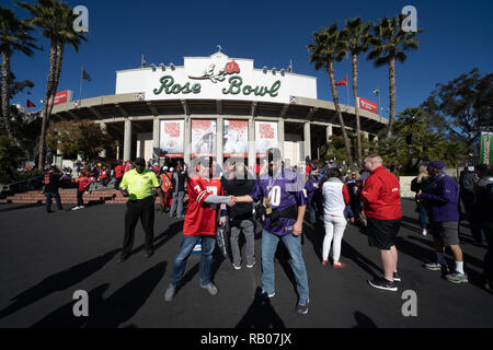 Pasadena CA. 01st Jan, 2019. Fans shaking hands before the Washington Huskies vs Ohio State Buckeyes at the Rose Bowl in Pasadena, Ca. on January 01, 2019 (Photo by Jevone Moore) Credit: csm/Alamy Live News - Stock Photo