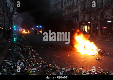 Paris, France. 5th Jan, 2019. Demonstration of Yellow Vests in Paris on January 5, 2019 Credit: Yann Bohac/ZUMA Wire/Alamy Live News - Stock Photo
