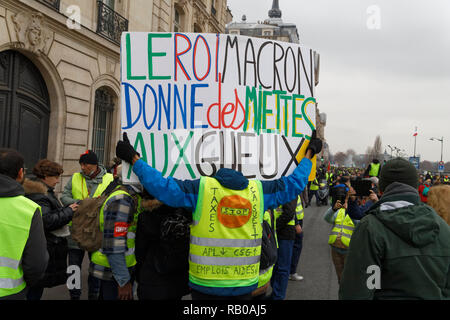 Paris, France. 5th Jan, 2019. Manifestation of yellow vests, they confront the riot police on January 5, 2019 in Paris, France. Credit: Bernard Menigault/Alamy Live News - Stock Photo