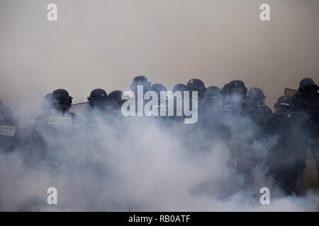 Paris, France. 5th Jan, 2019. Police respond to demonstration of Yellow Vests in Paris. Credit: Yann Bohac/ZUMA Wire/Alamy Live News - Stock Photo