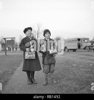 Children coming home from school.jpg - RB1493 - Stock Photo
