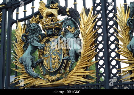 The Royal Coat of Arms on the Canada Gate near Buckingham Palace, London, UK. - Stock Photo