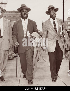 Ralph David Abernathy, Sr. and Martin Luther King, Jr., leaving the County Courthouse in Montgomery, Alabama, 1956. (USA) - Stock Photo