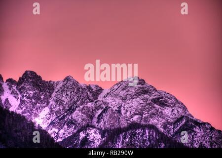 Osttirol, Lienzer Dolomiten, Lienz, Winter, Schnee, Gipfel, Dämmerung, Abend, Abendrot, Abenddämmerung, Morgen, Morgenrot, Morgendämmerung, Spitzkofel - Stock Photo