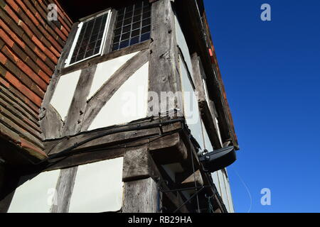 Close up of King Henry VIII pub in Hever in Weald of Kent by Hever Castle, home of Anne Boleyn. Pub built in 1647 over original 1597 pub. - Stock Photo