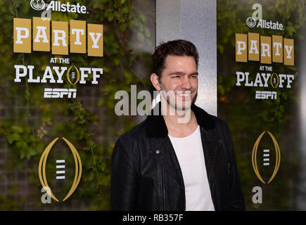 Santa Clara, California, USA. 5th Jan, 2019. January 05, 2019 - San Jose, California, U.S. - Singer Andy Grammer enters the Allstate Party at the Playoff on the blue carpet prior to the College Football Playoff National Championship game between the Clemson Tigers and the Alabama Crimson Tide at Levi's Stadium, Santa Clara, California. Credit: Adam Lacy/ZUMA Wire/Alamy Live News - Stock Photo