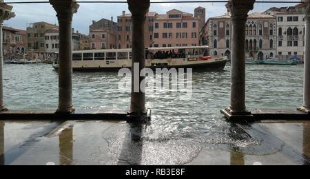 Venedig Cannaregio Ca d'Oro Vaporetto - Stock Photo