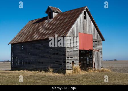 Old wooden barn in the rural open farmland.  Illinois, USA - Stock Photo