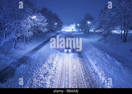 Marktoberdorf, Bavaria, Germany. 6th Jan 2019. Car driving through heavy snowfall in the morning in Marktoberdorf, Bavaria, Allgäu, Germany, January 06, 2019.  © Peter Schatz / Alamy Live News - Stock Photo