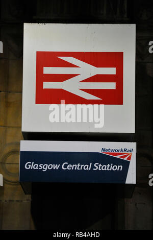 Glasgow, Scotland, UK.7th JAnuary 2019. Scottish Labour Leader - Richard Leonard MSP and campaigners hit train stations across Scotland today, as the party campaigns on its policy of public ownership.  The party steps up its campaign on public ownership as people from across Scotland start their first full week at work after the festive break.  Fares rose this month as SNP ministers ignored Labour's plan for a Fares Freeze in the Scottish budget. Credit: Colin Fisher/Alamy Live News - Stock Photo