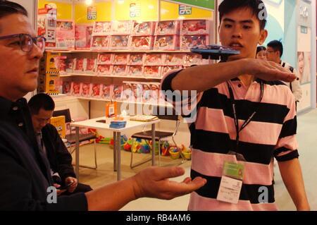 Hong Kong, CHINA. 7th Jan, 2019. A salesman from manufacturer demonstrate playing of mini drone to the overseas buyer during 45th HK Toys & Games Fair.Jan-7, 2019 Hong Kong.ZUMA/Liau Chung-ren Credit: Liau Chung-ren/ZUMA Wire/Alamy Live News - Stock Photo