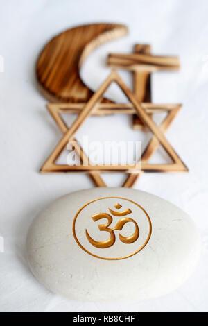 Symboles interreligieux. Christianity, Islam, Judaism, buddhism. Om, Jewish Star, Cross and Crescent : Interreligious symbols. - Stock Photo