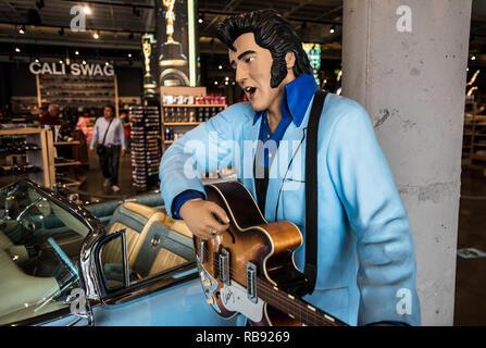 Elvis Presley statue. Gift shop. Los Angeles. - Stock Photo