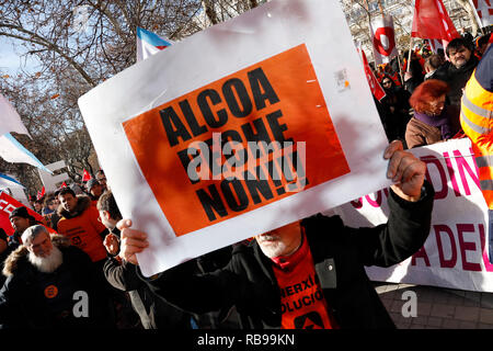 Madrid, Spain. 8th January, 2019. Concentration convened by Alcoa workers in Madrid, to demand measures from the Government that prevent the definitive closure of the factories. The concentration took place in front of the Ministry of Industry, Commerce and Tourism, on Jan 8, 2019 in Madrid, Spain Credit: Jesús Hellin/Alamy Live News - Stock Photo
