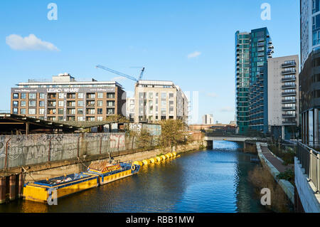 New apartments along the Bow Back River between Bow and Stratford, East London UK - Stock Photo