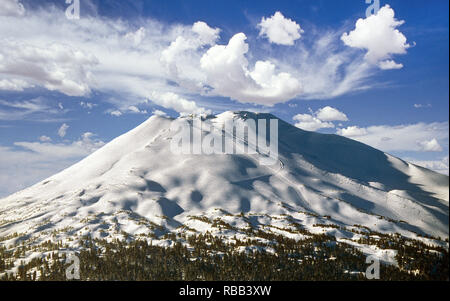 An overview of Mount Bachelor, a dormant volcanic cone in the Cascade Range and home to the Mount Bachelor ski resort in central Oregon near Bend. - Stock Photo