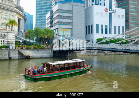 Cavenagh Bridge on the Singapore River and the Central Business District, Singapore, Asia. - Stock Photo