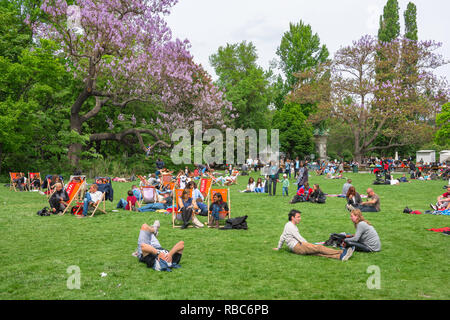 Vienna park, view of Viennese people relaxing on a summer Sunday afternoon in the Stadtpark in Vienna, Wien, Austria. - Stock Photo
