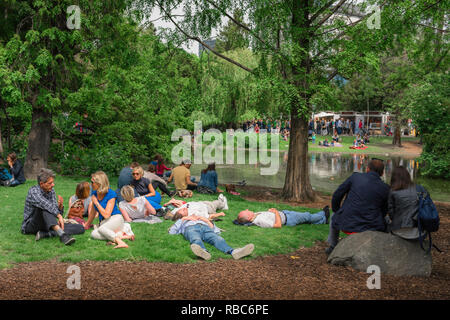 Vienna summer park, view of Viennese friends relaxing on a summer Sunday afternoon in the Stadtpark in Vienna, Wien, Austria. - Stock Photo