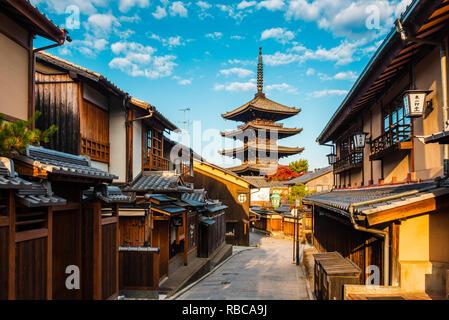Higashiyama district (old town) and Yasaka Pagoda in Hokanji temple, Kyoto, Kansai region, Japan. - Stock Photo