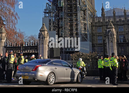 Westminster, London, UK. 8th Jan 2019. Extra police guard Prime Minster Theresa May's car as it arrives at Parliament as Brexit protests continue outside Parliament the day after after Anna Soubry MP was verbally abused as a 'Nazi' and 'liar'. The confrontation caused dozens of MPs to demand better protection, the Speaker of the House called the protests 'fascism', while Facebook and Paypal removed protestor accounts. Credit: Andy Stehrenberger / Alamy Live News - Stock Photo