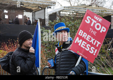 London, UK. 9th Jan, 2019. Dr Mike Galsworthy (l) of Scientists for EU and Healthier IN speaks to Steve Bray (r) of SODEM (Stand of Defiance European Movement) alongside College Green on the first day of the debate in the House of Commons on Prime Minister Theresa May's proposed Brexit withdrawal agreement. Credit: Mark Kerrison/Alamy Live News - Stock Photo
