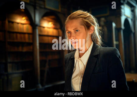 Prod DB © Sky UK Limited - Bad Wolf / DR A DISCOVERY OF WITCHES serie TV 2018- GB saison 1 Teresa Palmer. d'apres le roman de Deborah Harkness based on the 'All Souls Trilogy' by Deborah Harkness - Stock Photo