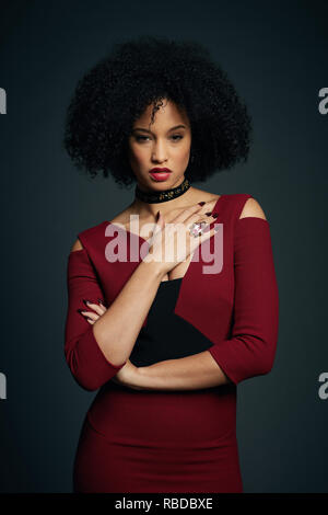 Prod DB © Sky UK Limited - Bad Wolf / DR A DISCOVERY OF WITCHES serie TV 2018- GB saison 1 Elarica Johnson. d'apres le roman de Deborah Harkness based on the 'All Souls Trilogy' by Deborah Harkness - Stock Photo